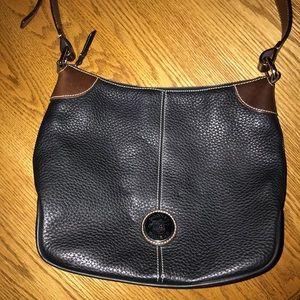 Vintage Dooney and Bourke crossbody purse !!